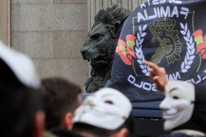 La manifestación por la equiparación salarial de los policías a las puertas del Congreso de los Diputados
