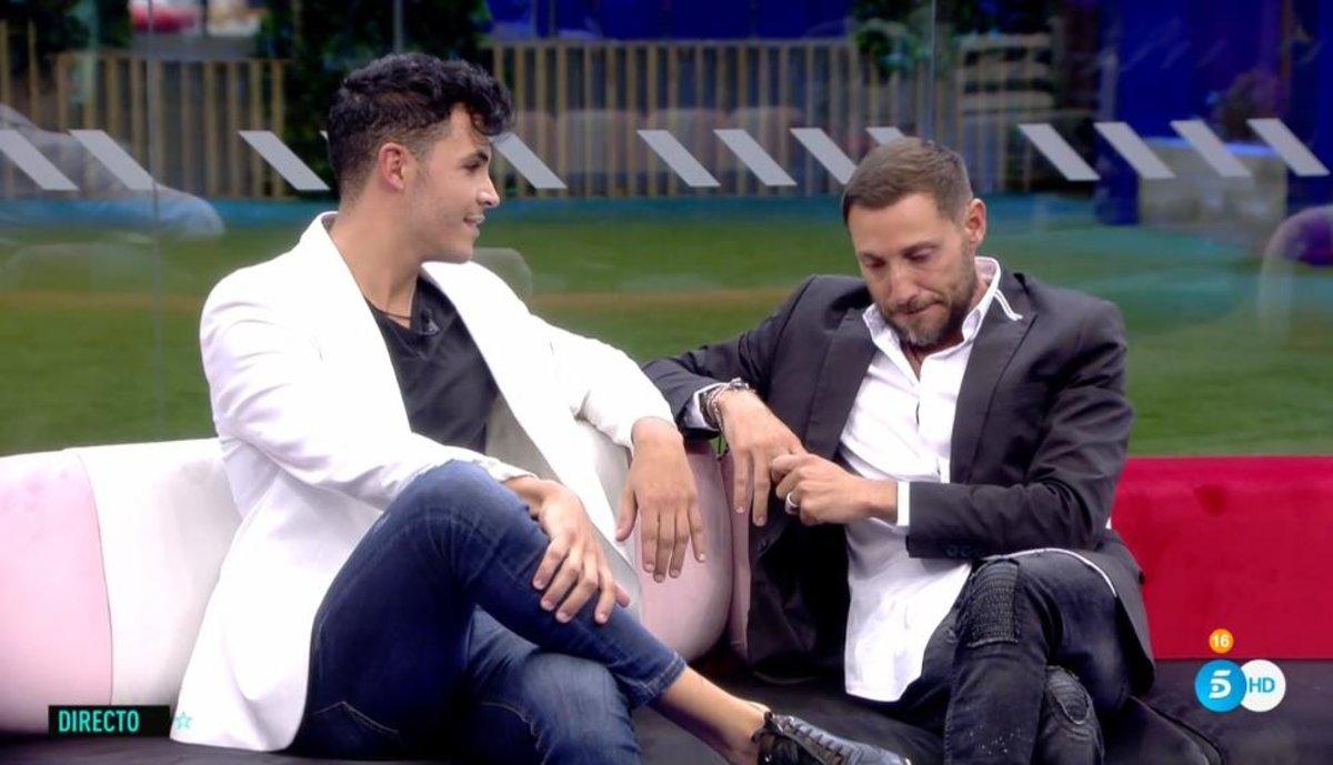 Kiko Jiménez y Antonio David en el salón de la casa de 'GH VIP 7'.