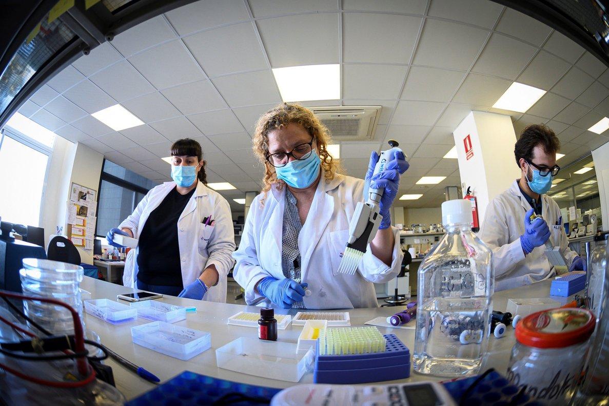 Laboratorio de biotecnología Eurofins, en Madrid, donde se producen test para detección del Covid-19.