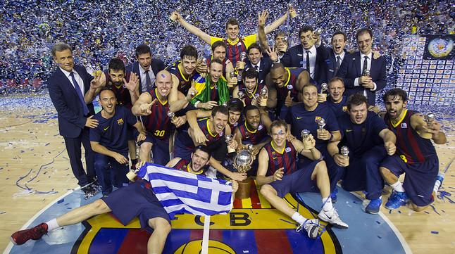 Los jugadores del Barça celebran la conquista de la Liga 2013-2014 en el Palau.