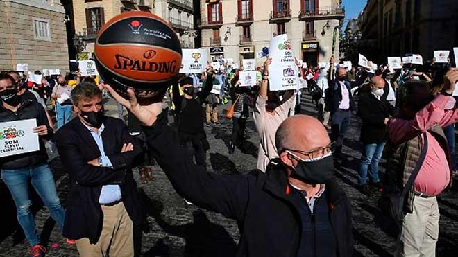 Manifestación del sector deportivo catalán en la plaza de Sant Jaume.