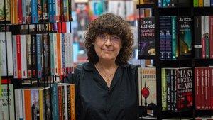 Maria Caminal, de la librería Eivissa, en el barrio de Horta (Barcelona).