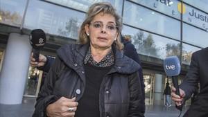 María José Alcón, este lunes, a su llegada a los juzgados de Valencia.
