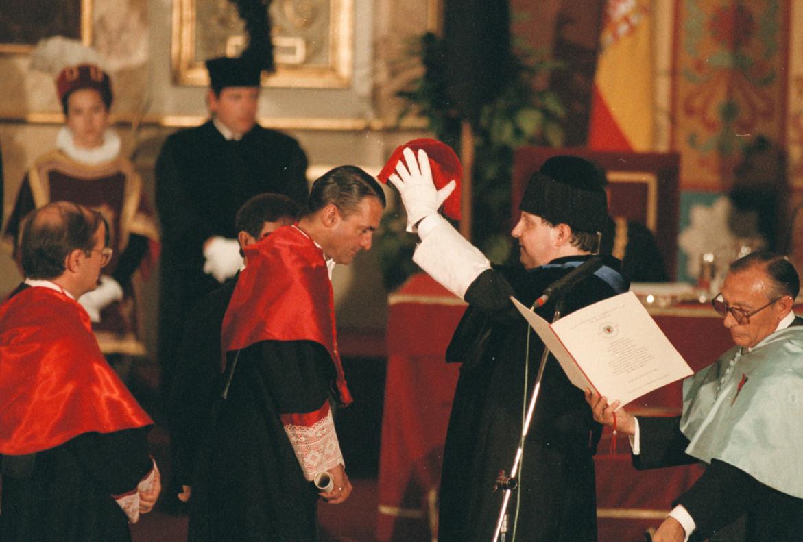 Mario Conde, investido doctor honoris causa por la Universidad Complutense en junio de 1997.