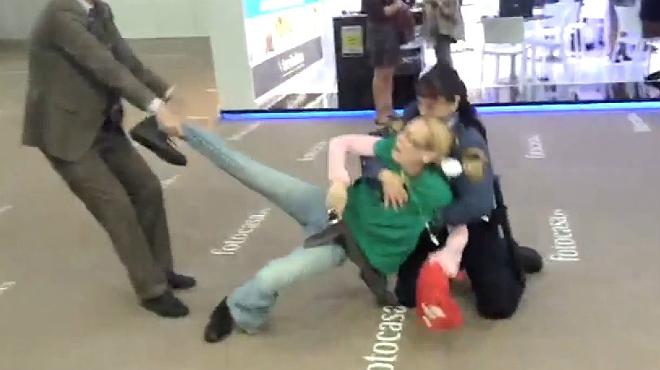 Vídeo del desalojo de los miembros de la PAH en el salón Barcelona Meeting Point.
