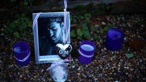 Memorial a las puertas de la casa del cantante George Michael, este viernes.