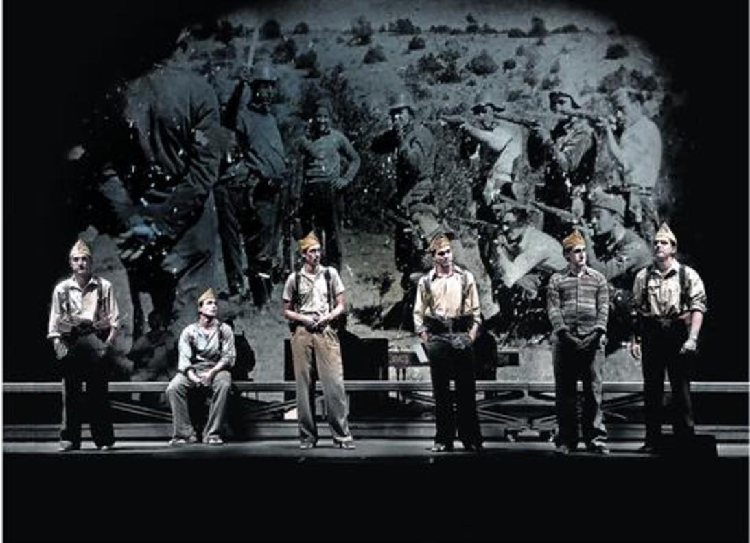 Un momento de'In memoriam. La quinta del biberó', que se represena en el Teatre Lliure.