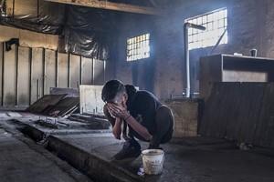 La vida en Serbia de los menores refugiados que viajan solos: entre la mafia y la basura
