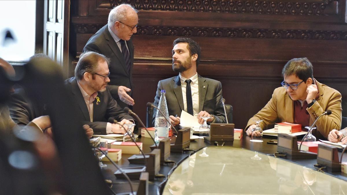 La Mesa del parlament, reunida esta mañana.