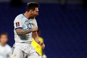 Messi amplía su leyenda y guía a Argentina a un trabajado triunfo.