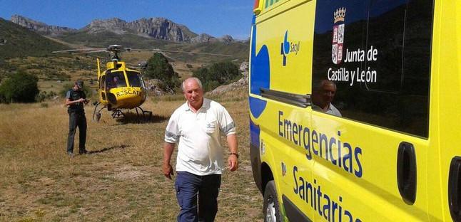 Miembros de los equipos de rescate, en el lugar del accidente.