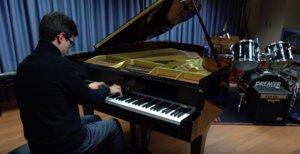 Miquel Gusi, estudiante y pianista de Cornellà, forma parte de la red de talento de la ciudad