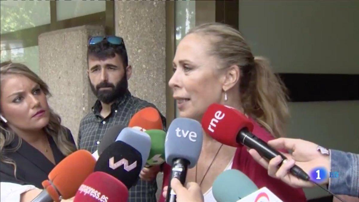 Miriam Díaz-Aroca también ha acudido a darle el último adiós a Chicho Ibáñez Serrador. El realizador la eligió para que presentase el mítico 'Un, dos, tres' entre los años 1991 y 1993 junto a Jordi Estadella.