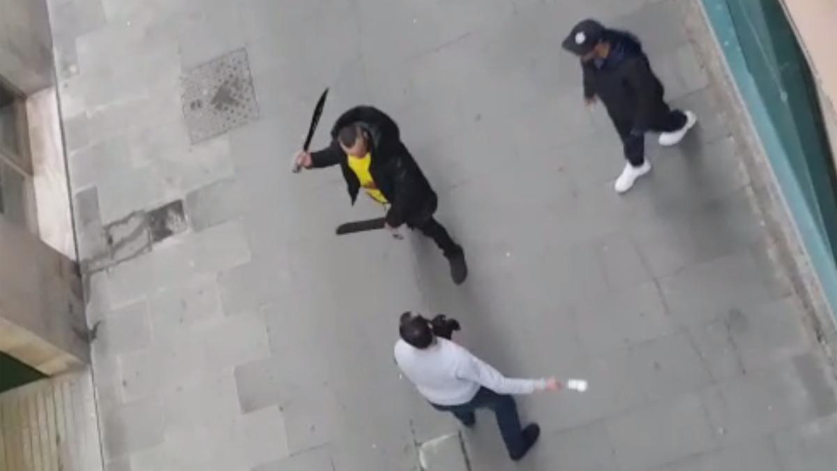 Pelea a machetazos en la calle Reina Amàlia.