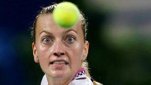 Petra Kvitova en acción durante el partido de semifinales contra la taiwanesaSu-Wei Hsieh en Dubai