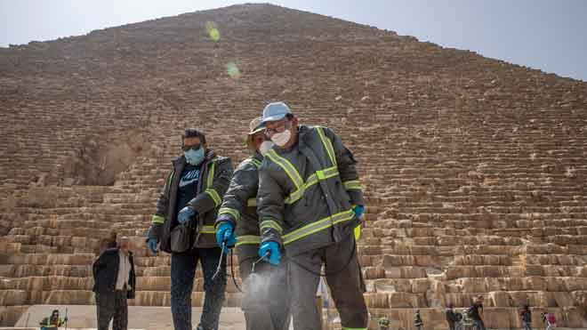 Egipte fumiga les piràmides per lluitar contra el coronavirus