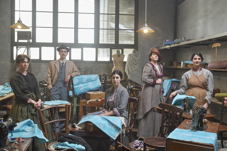 Protagonistas del telefilme 'Ladona del segle', es una imagen promocional de la producción de Sílvia Quer.