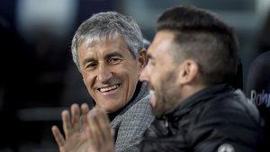 Quique Setién y Eder Sarabia, durante el partido contra el Granada.