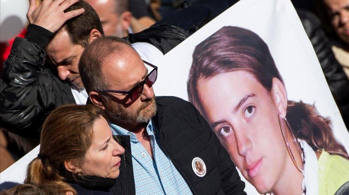 Los padres de Marta del Castillo y el abuelo durante una manifestación convocada por la familia en el décimo aniversario de su asesinato.