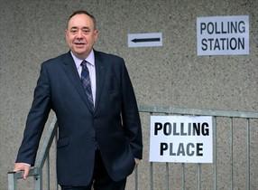 Salmond, tras votar en el referéndum de Escocia, en septiembre.