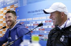 Sergio Ramos y Zinedine Zidane, durante la rueda de prensa de este sábado en Yokohama.