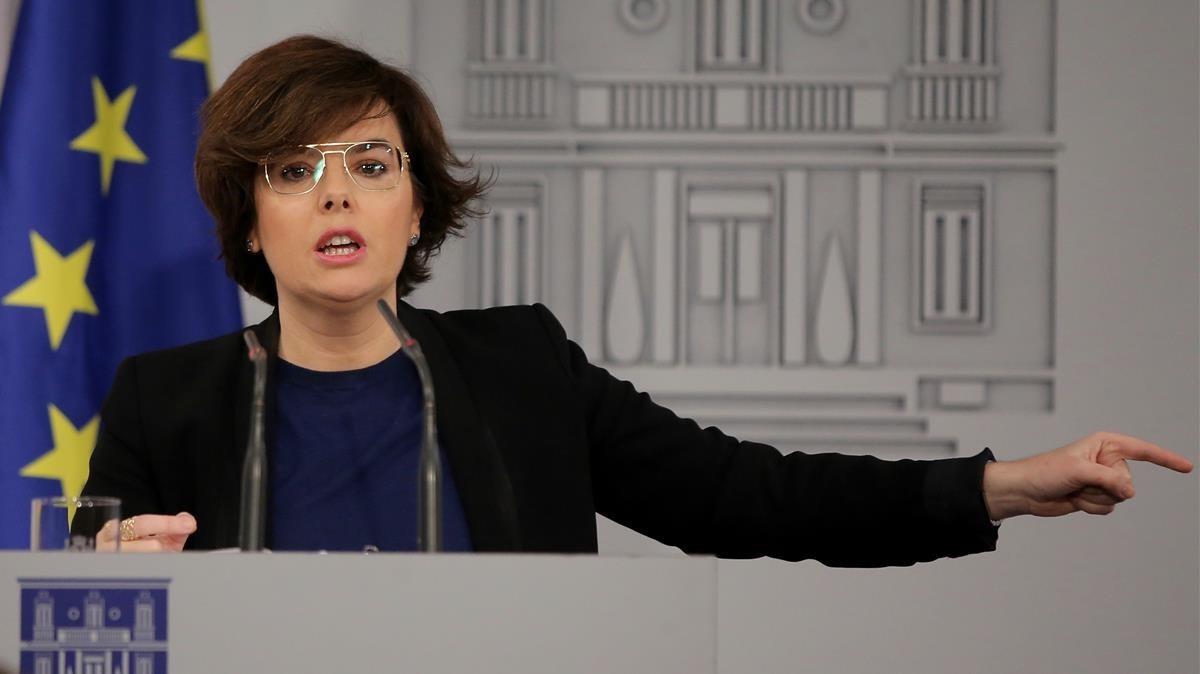 Soraya Sáenz de Santamaría, en una imagen de archivo, durante unarueda de prensa.
