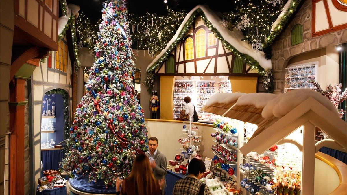 Interior de la tienda de adornos navideños Käthe Wohlfahrt.