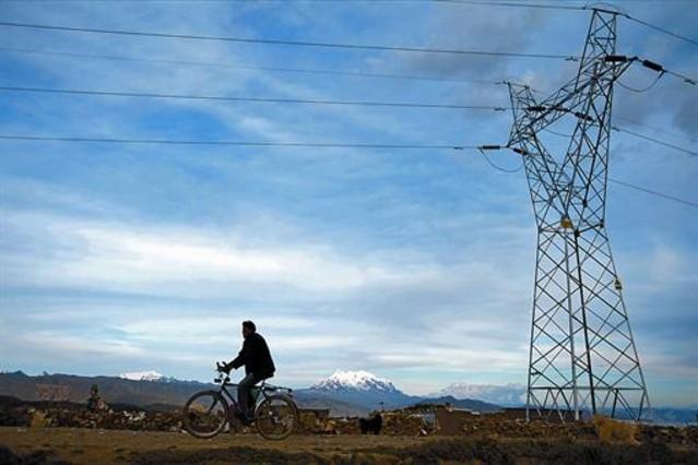 Torre de alta tensión de Red Eléctrica en la ciudad boliviana de El Alto.