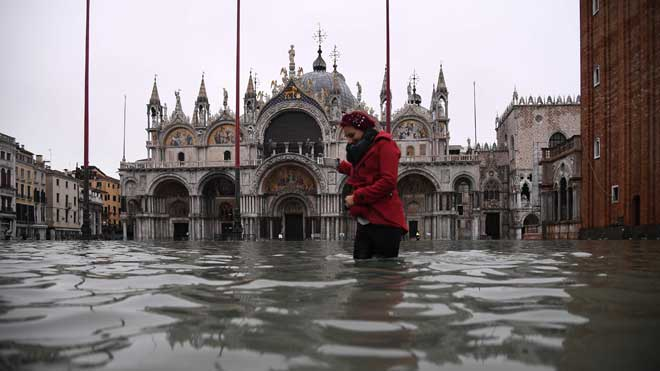 Venècia, inundada per la pitjor 'acqua alta' des de 1966