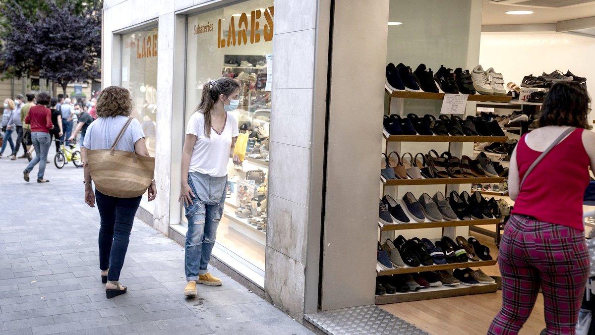 Zapatería abierta en la calle de Horta, junto a la plaza Eivissa.