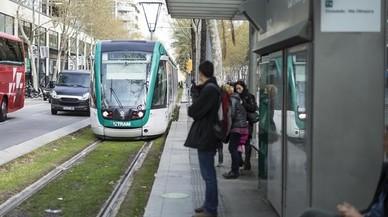 Colau pierde el primer combate político sobre la unión del tranvía
