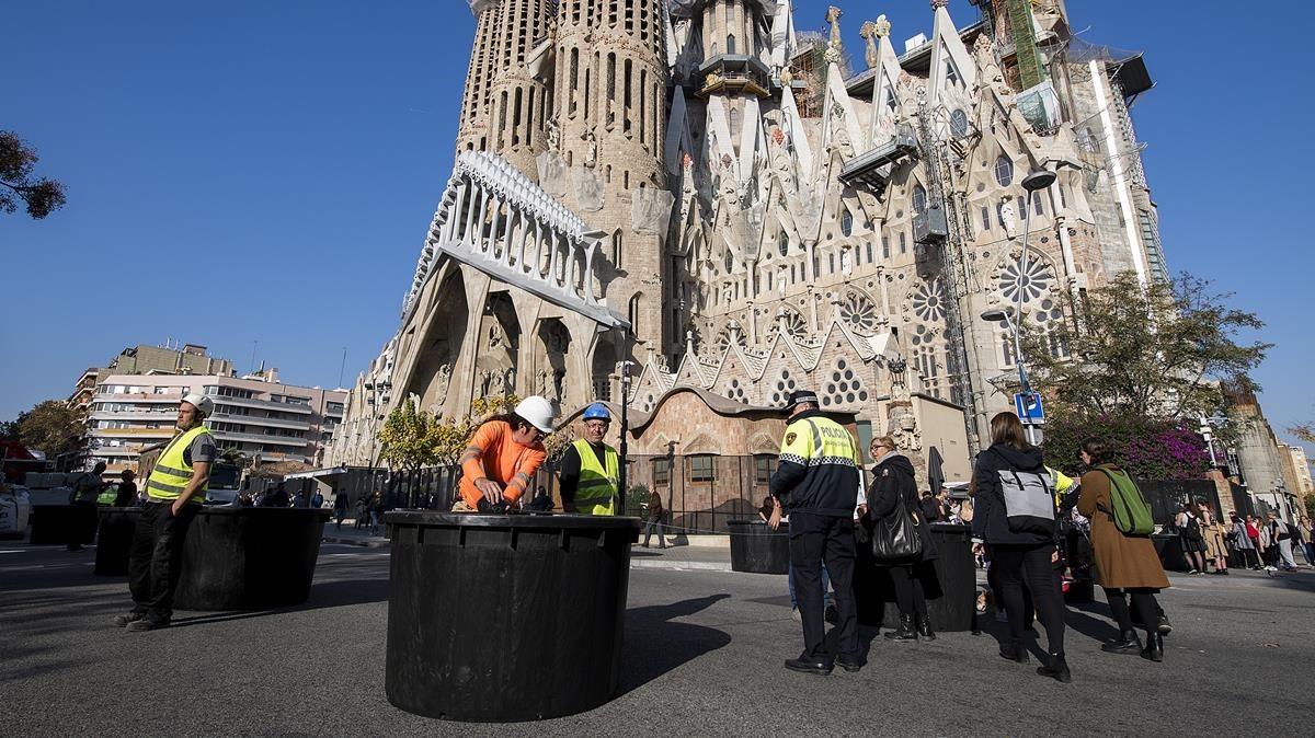 Las jardineras antiterroristas llegan a la Sagrada Família