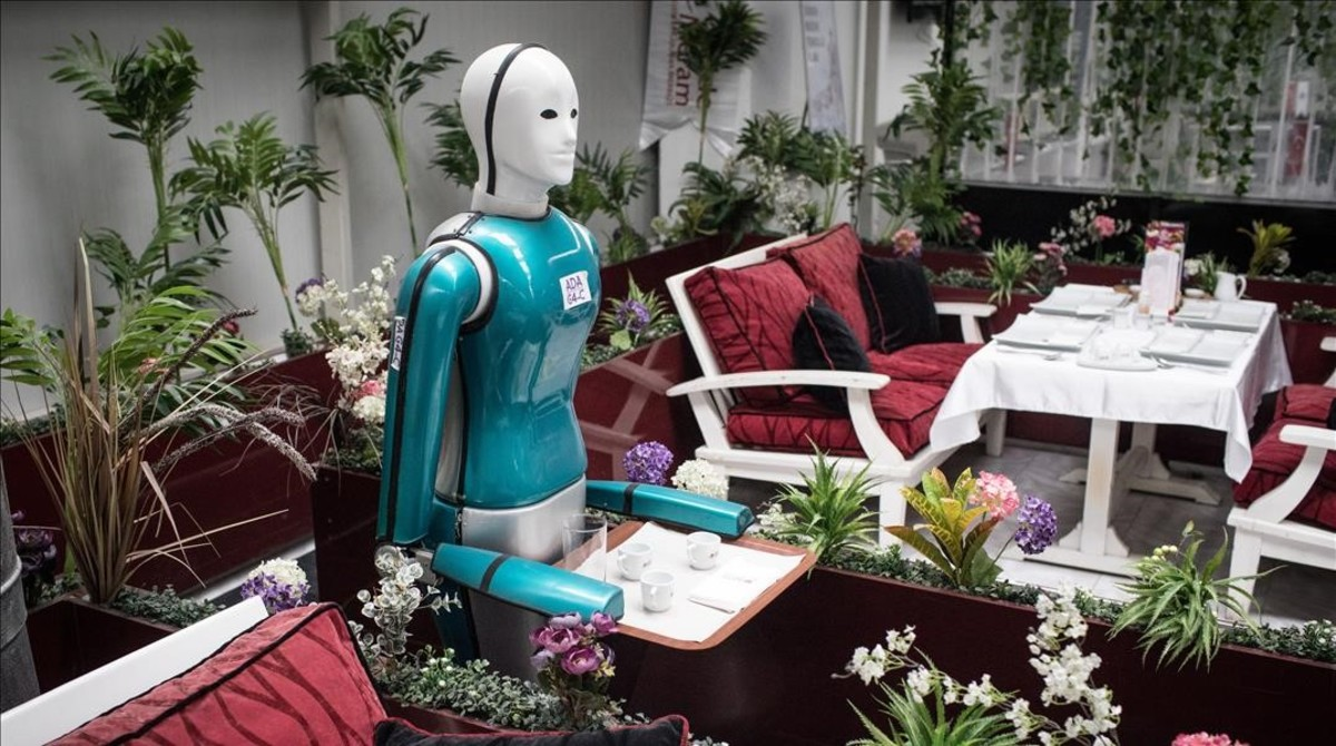 Prueba de robotcamarero de una empresa turca, Akin Robotics.