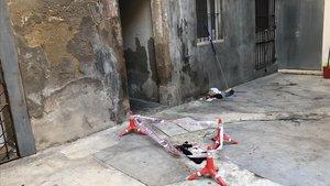 Els Mossos investiguen si la caiguda d'una dona des d'un tercer pis de Barcelona és una agressió masclista