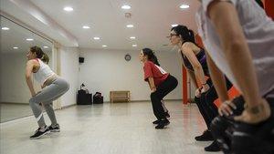 Kim Jordan da una clase de 'booty dance' en u!dance Lesseps.