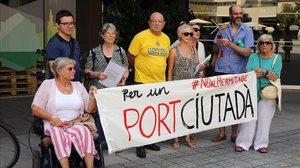 Miembros de la Plataforma per un Port Ciutadà, este martes.