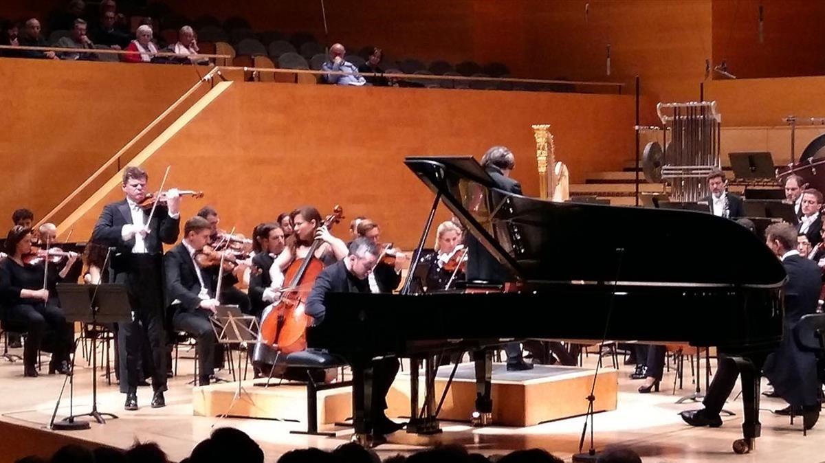Un momento del 'Triple concerto' de Beethoven con la OBC en el Auditori.