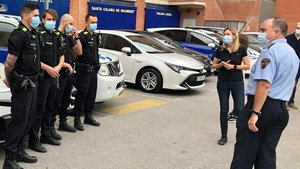 La nueva unidad USIR junto a la alcaldesa de Santa Coloma de Gramenet, Núria Parlón.