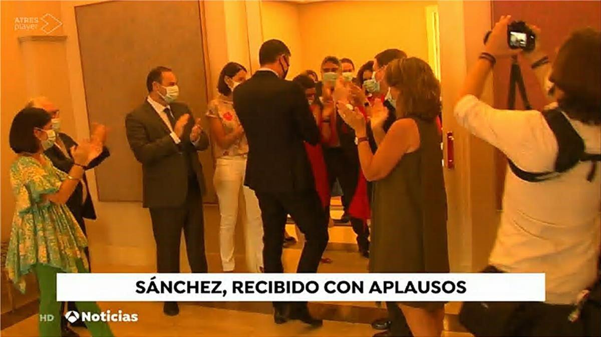 Llegada de Pedro Sánchez a Moncloa (A-3).