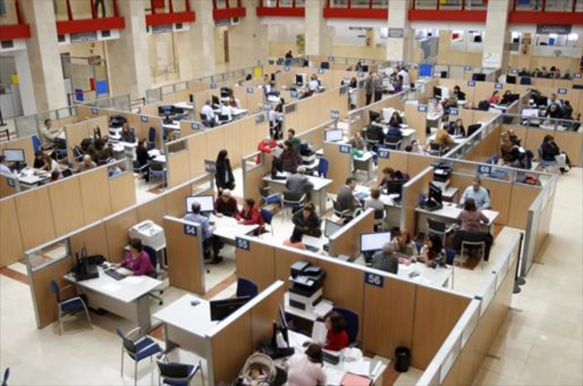 Zona de atención al ciudadano de una oficina de la Agencia Tributaria.