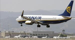 Un avió de Ryanair al Prat.