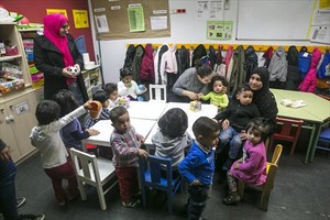 <b>EN EL RAVAL.</b> <br/>Madres y niños, en un espacio del Casal dels Infants.