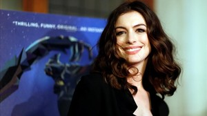 lmmarco37936486 cast member anne hathaway poses at the premiere of the movie170406125329