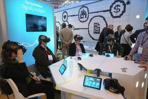Imagen del público asistente en un estand del Mobile World Congress celebrado el año pasado.