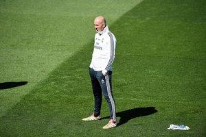 Zinedine Zidane, técnico del Madrid, durante el último entrenamiento del equipo antes de visitar Vallecas.