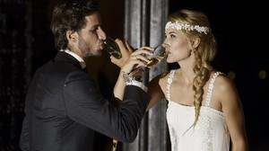 Alba Carrillo y Feliciano brindan el día de su boda.