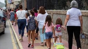 Alumnos de primaria en su primer dia de clase en Murcia