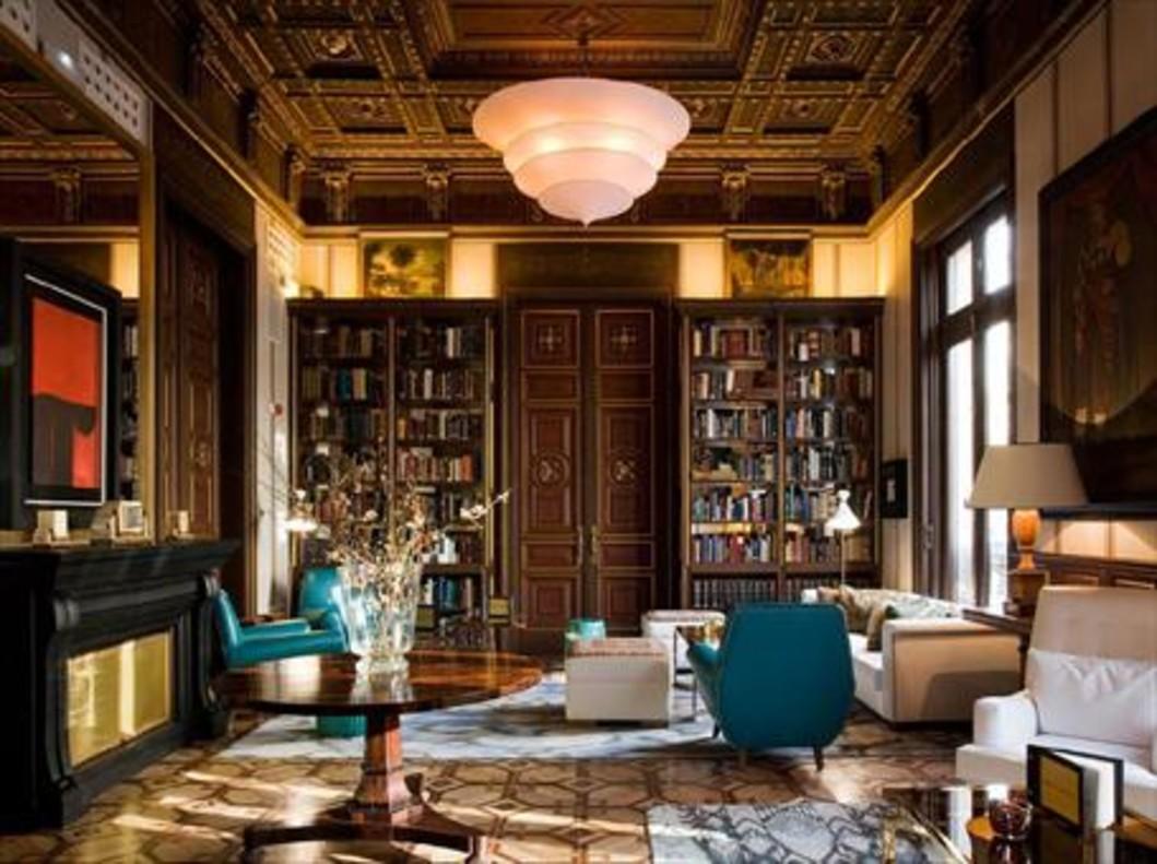 La biblioteca del Cotton House Hotel, de Gran Via, 670.