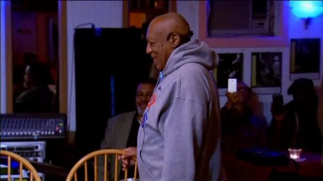 Primera actuación de Cosby en un club de jazz de Filadelfia tras salir indemne en los juicios por abusossexuales