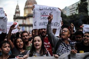 Portestasen Rio de Janeiro,Brasil,por los recortes en la educacion publica.
